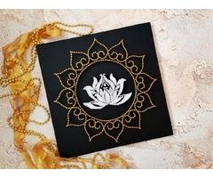 Картина цветок лотоса, стринг арт лотос, цветочный декор, белый лотос картина, декор в йога студию