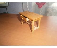 стол для кухни.